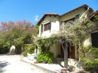 AUX MAURES : Rivire, 2 maisons, piscine et beau terrain  