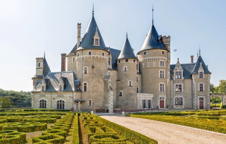 Exquisite example of a 15th century chateau set in an for Vienne poitiers